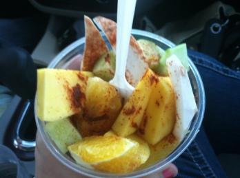 fruta con limon y chile